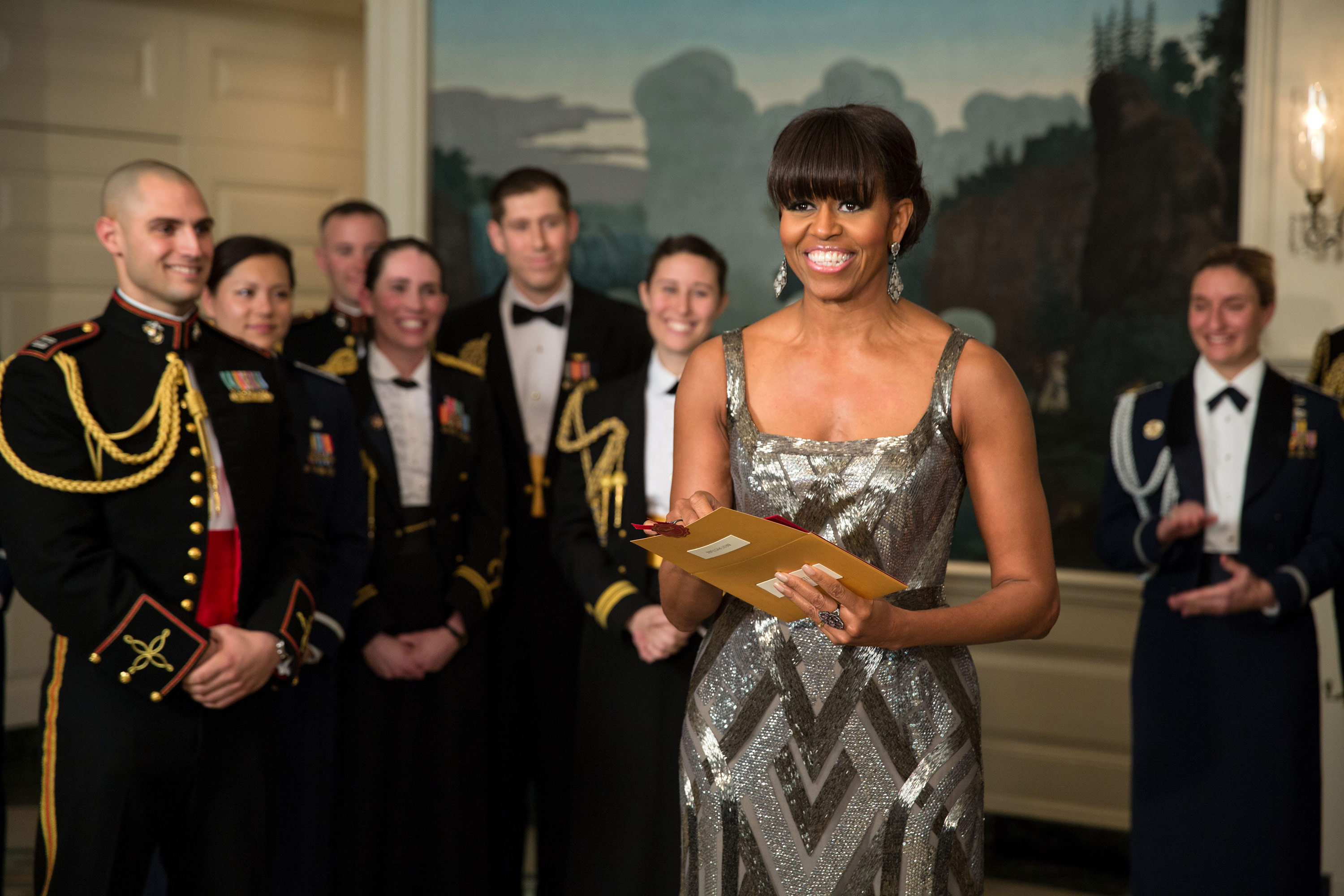 First_Lady_Michelle_Obama_announces_the_Best_Picture_Oscar_to_Argo